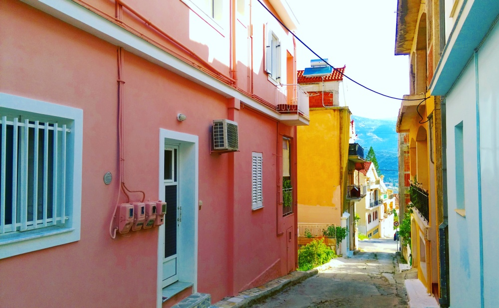 mokita-dreams-pink-houses-greece