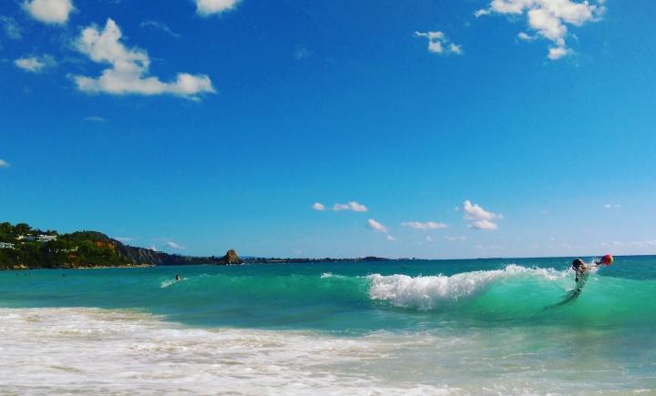 mokita-dreams-waves-beach-sea