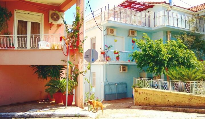 colourful-streets-in-greece-mokita-dreams-argostoli
