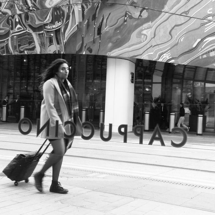 girl-suitcase-rushing