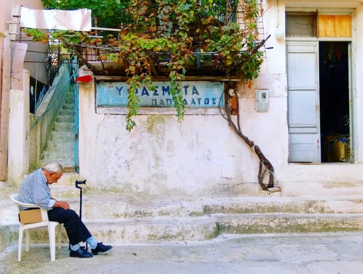 greek-islands-streets-mokita-dreams-old-man