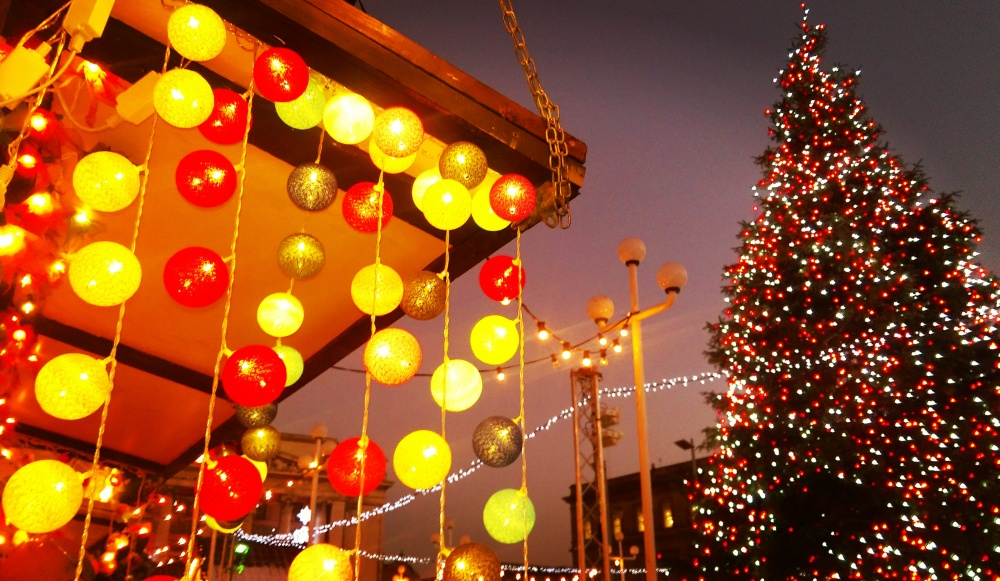 christmas-decorations-lights-christmas-tree