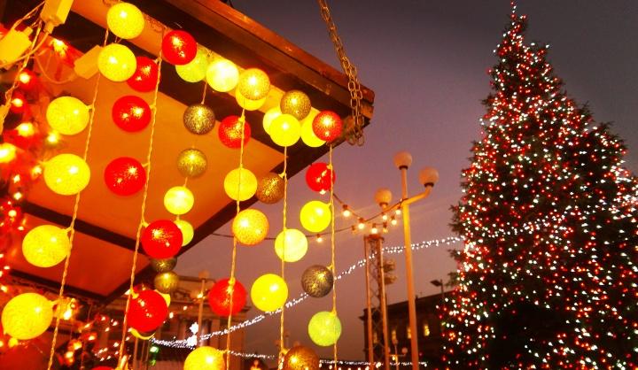 christmas-decorations-lights-christmas-tree