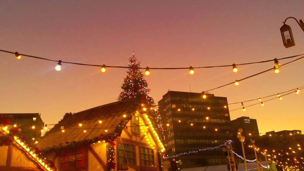 pink-night-sky-christmas-market-nottingham-city