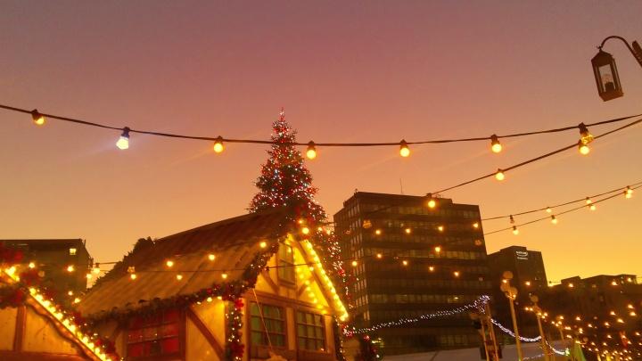 pink-night-sky-christmas-market-nottingham-city