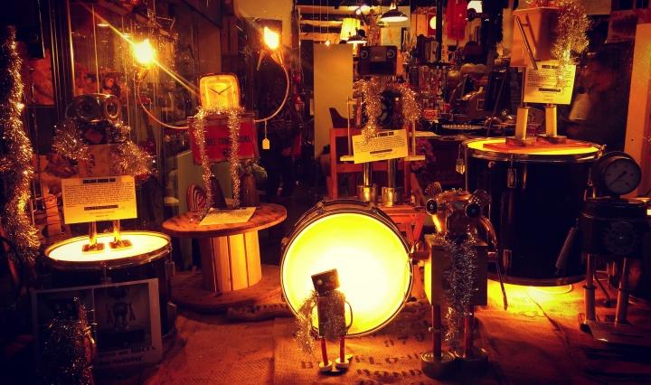 vintage-store-window-display-shop