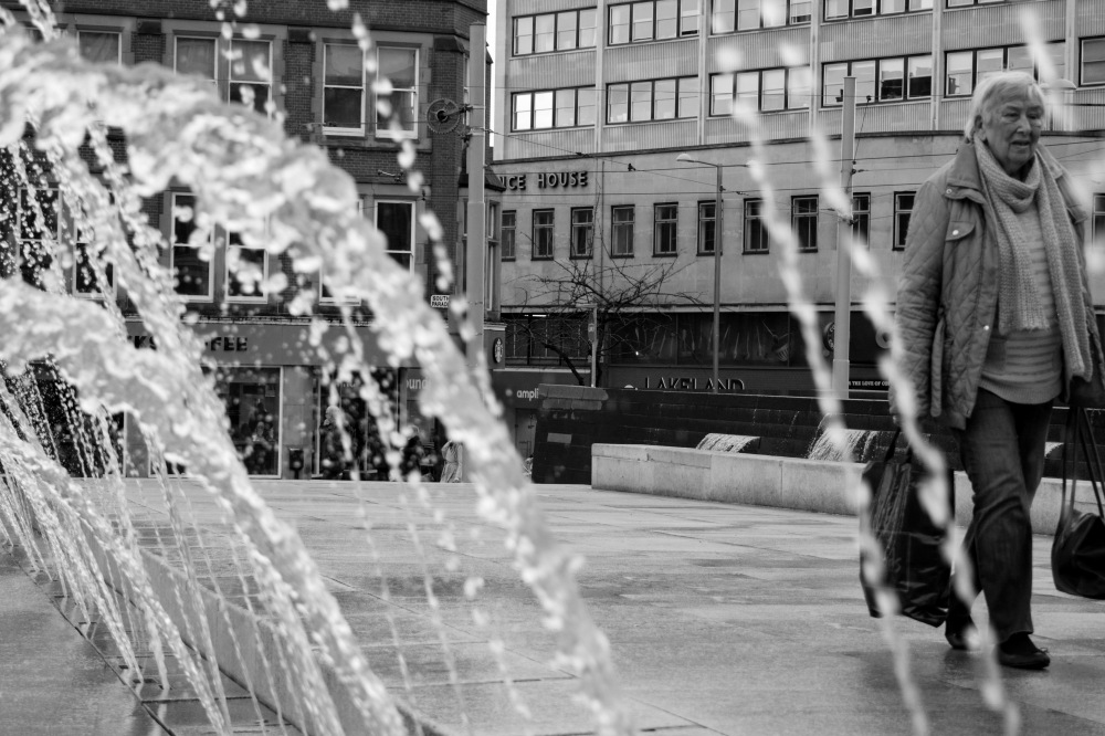 black-and-white-street-photography-water